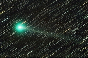 Comet Lemmon C/20120 F6 and background star trails